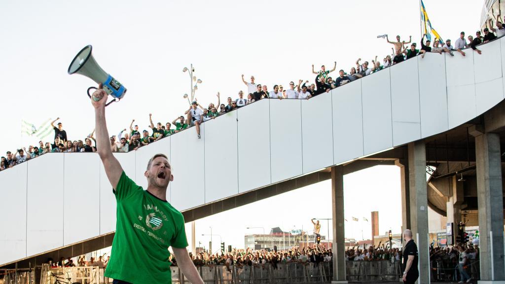 Segersången med supportrarna efter cupfinalen