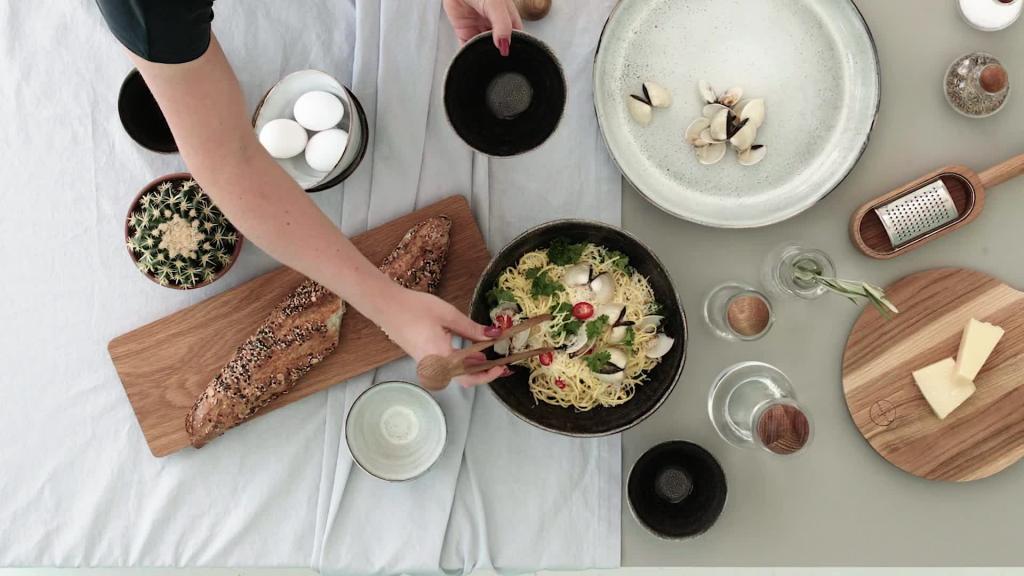 Nature - Serving pasta